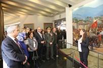 MUSTAFA HAKAN GÜVENÇER - Çanakkale Şehitleri Anıtı'na Duygu Dolu Ziyaret