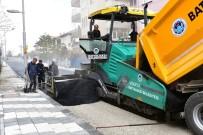 KALDIRIMLAR - Çöşnük Mahallesinde Sıcak Asfalt Çalışması Yapılıyor