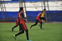 FUTBOL TURNUVASI - Kaymakamlık Halı Saha Futbol Turnuvası Başladı