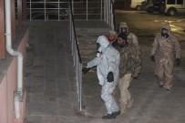 KİMYASAL SALDIRI - Kilis'e Getirilen 2 Suriyeli KBRN Kontrolünden Geçirildi