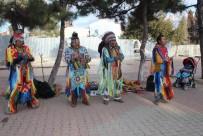 KıZıLDERILI - Kızılderililerin Mini Konseri Romanları Kızdırdı