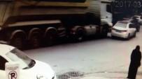 HAFRİYAT KAMYONU - Hafriyat Kamyonu Önüne Kattığı Aracı Metrelerce Sürükledi