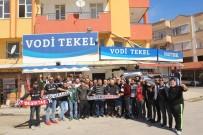 GEÇMİŞ OLSUN - Fenerbahçeli Taraftarların Yağmaladığı Markete, Beşiktaş Taraftarından Geçmiş Olsun Ziyareti