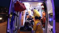 TİCARİ ARAÇ - Kocaeli'de Trafik Kazası Açıklaması 5 Yaralı