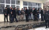 ABDÜLMECIT - Lapa Lapa Kar Yağışı Altında Referandum Çalışması