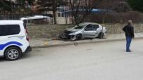 Otomobilin Çarptığı Anne Öldü, Kızı Yaralandı