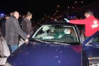 ERKILET - 8 Kişinin Yaralandığı Kazada Onlar Kurtardı, Vatandaşlar İzledi