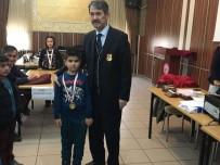 ÇANAKKALE ŞEHITLERI - Satranç Turnuvasında Ali Fuat Darende İlkokulu Birinci Oldu