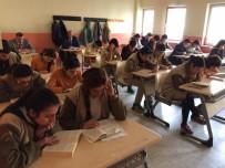 Ardanuç Kaymakamı Abdil Koç Öğrenciler İle Kitap Okudu