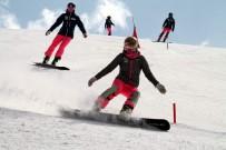 SPOR MÜSABAKASI - Dünyanın En İyi Snowboardcuları Erciyes'in Pistlerine Çıktı
