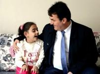 SEVINDIK - Osmangazi Belediye Başkanı Mustafa Dündar, Doğuştan Görme Özürlü Esma'ya Işık Oldu
