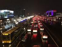 ÖLÜMLÜ - Türkiye Yılda 34 Saatini Trafikte Geçiriyor