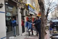 KALDIRIM İŞGALİ - Yunusemre Belediyesinden Kaldırım İşgali Denetimi