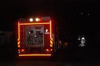 BÜYÜKBAŞ HAYVAN - Arnavutköy'de İşçilerin Kaldığı Barakada Yangın  Açıklaması 1 Ölü 1 Yaralı