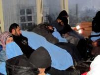 POLİS MERKEZİ - Çeşme'de 105 Sığınmacı Yakalandı