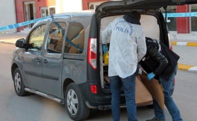 Elazığ'da 2 Kişi Sokakta Silahla Vuruldu