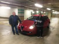 DOĞUM GÜNÜ - Hediye Almaya Gittiği AVM'den Kazandığı Arabayı Teslim Aldı