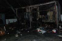BÜYÜKBAŞ HAYVAN - İşçilerin Kaldığı Barakada Yangın  Açıklaması 1 Ölü