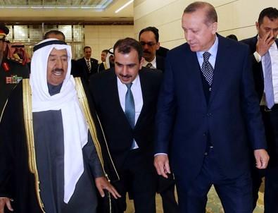 Cumhurbaşkanı Erdoğan misafirini havalimanında karşıladı