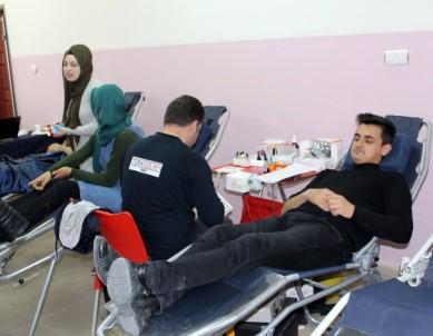 NEÜ'de Kan Bağışı Kampanyasına Yoğun İlgi