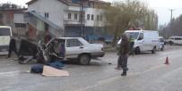 İŞÇİ SERVİSİ - Otomobil İle İşçi Servisi Çarpıştı Açıklaması 1 Ölü, 13 Yaralı