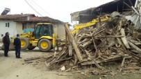 YIKIM ÇALIŞMALARI - Pazarlar'da Metruk Binaların Yıkımına Devam Ediliyor