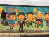 SAKARYA ÜNIVERSITESI - Üniversite Öğrencileri Sokak Duvarlarını Renklendirdi