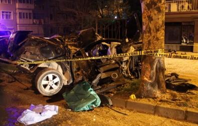 Ağaca Çarpan Otomobil Hurdaya Döndü Açıklaması 1 Ölü 1 Yaralı