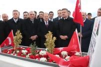 ŞEHİT POLİS - Bakan Akdağ, Kahraman Şehidin Kabrini Ziyaret Etti