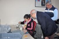 AYRIMCILIK - CHP'li Çakırözer Engelli Çalışanlarla Bir Araya Geldi