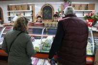 ÇALIŞAN ÇOCUKLAR - Down Sendromlular Esnaf Oldu, Müşteri Şaşırdı Onlar Sevindi