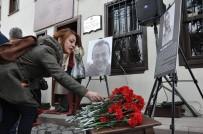 KAZıM KURT - Eskişehirliler Talipoğlu'nun Adının Yaşatıldığı Müzeye Karanfiller Bıraktı
