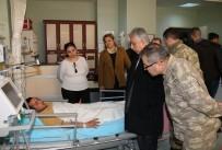TUGAY KOMUTANI - Hakkari'de Yıldırım Düştü, 4 Asker Yaralandı