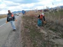 Karayolu Kenarları Çöplerden Temizleniyor