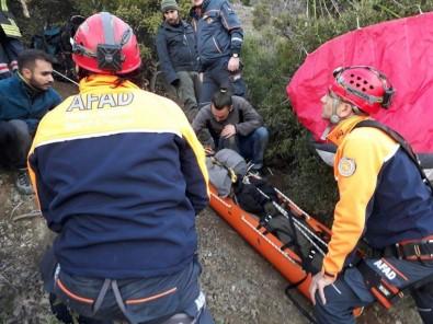 Kayalık Alana Çakılan Paraşütçü Helikopterle Kurtarıldı
