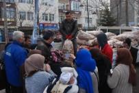 TURAN ARSLAN - Mültecilere Patates Yardımı
