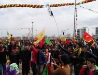 ABDULLAH ÖCALAN - Öcalan posteri ve hayır pankartları yan yana