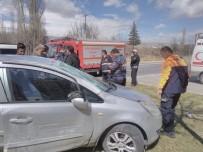 Otomobiller Çarpıştı Açıklaması 3 Yaralı