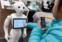 İŞ MAKİNESİ - Robotlar, Fuarda Kendi Tanıtımlarının Kendileri Yapıyor