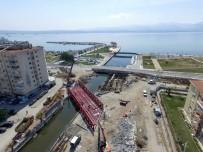 CAHAR DUDAYEV - Tramvay İçin 150 Tonluk Çelik Köprü Kuruldu