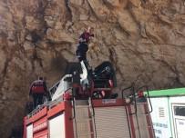 TAŞ OCAĞI - Uçurumda İki Gün Mahsur Kalan Keçi Kurtarıldı