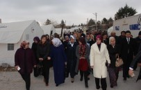 SAĞLıK BAKANı - Bakan Akdağ'ın Eşi Depremzedeleri Yalnız Bırakmadı