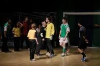 MEHMET SIYAM KESIMOĞLU - Down Sendromlu Oyuncular Sahnede Devleşti