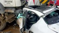 TAHKİKAT - Kamyon Otomobili Biçti Açıklaması 2 Yaralı