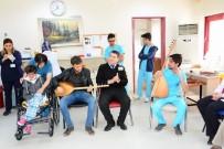 DICLE ÜNIVERSITESI - Kanser Hastaları Bağlama Eşliğinde Şarkı Söyleyip Halay Çekti
