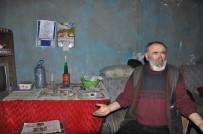 YAŞAM MÜCADELESİ - Kars'ta Kalp Hastası Yaşlı Adam Mum Işığında Yaşam Mücadelesi Veriyor