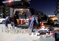 KAÇAK İÇKİ - Lüks Minibüsün İçinden Yüzlerce Kaçak Alkol Çıktı Ve Sigara Çıktı