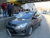 BÜLENT ECEVIT - Otomobil Yayalara Çarptı Açıklaması 1 Ölü, 1 Yaralı