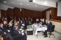 DEVAMSIZLIK - Vali Mahmut Demirtaş, Okul Müdürleri Ve Okul Aile Birliği Yöneticileriyle Bir Araya Geldi
