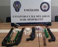 KURUSIKI TABANCA - Eskişehir Polisinin 11 Adrese Eş Zamanlı Uyuşturucu Operasyonu